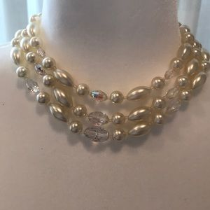 Vintage 1940s faux pearl and crystal neckl…